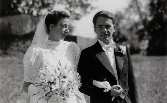 On July 30, 1942, Max Frisch marries his former classmate Trudy Constanze von Meyenburg.
